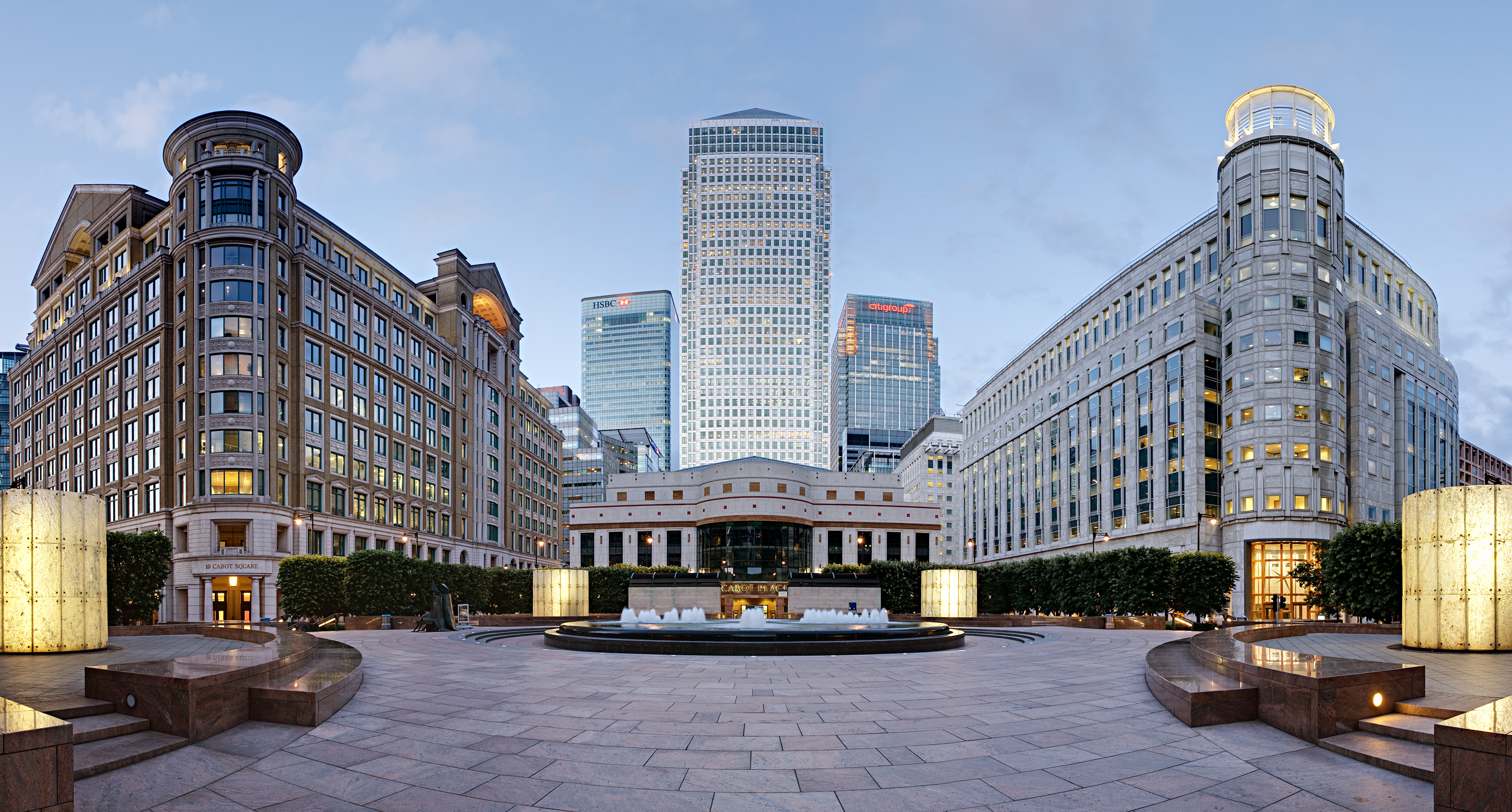Cabot_Square,_Canary_Wharf_-_June_2008